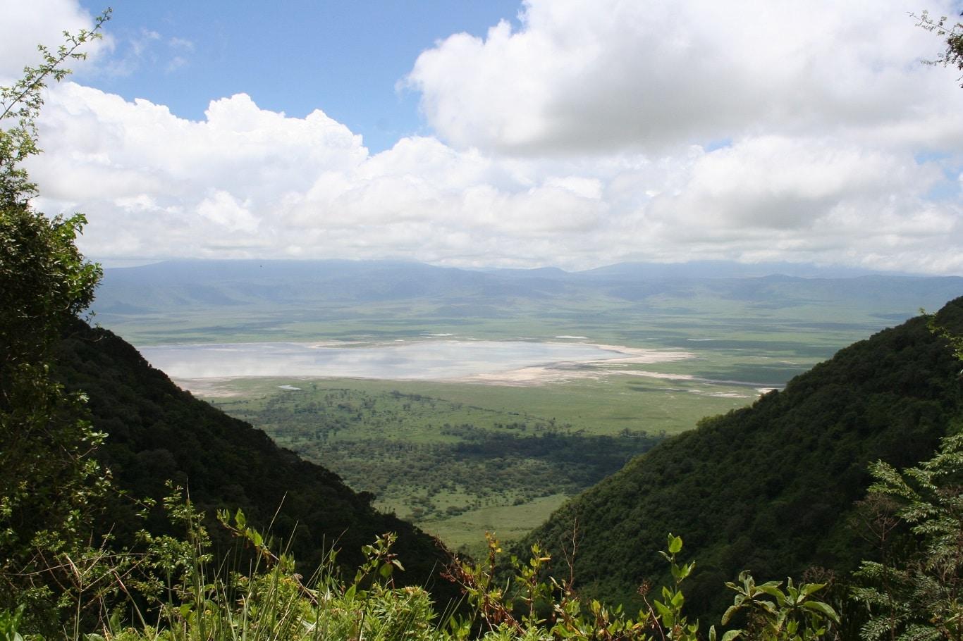 Safari reizen Tanzania - Uitzicht op Ngorongoro Krater vanaf kraterrand.