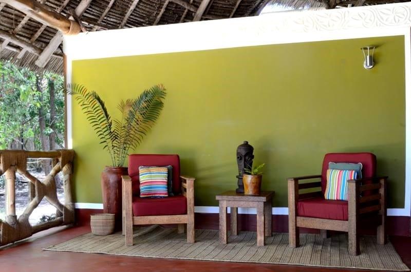 Pongwe Beach Hotel - terras bij hotelkamer