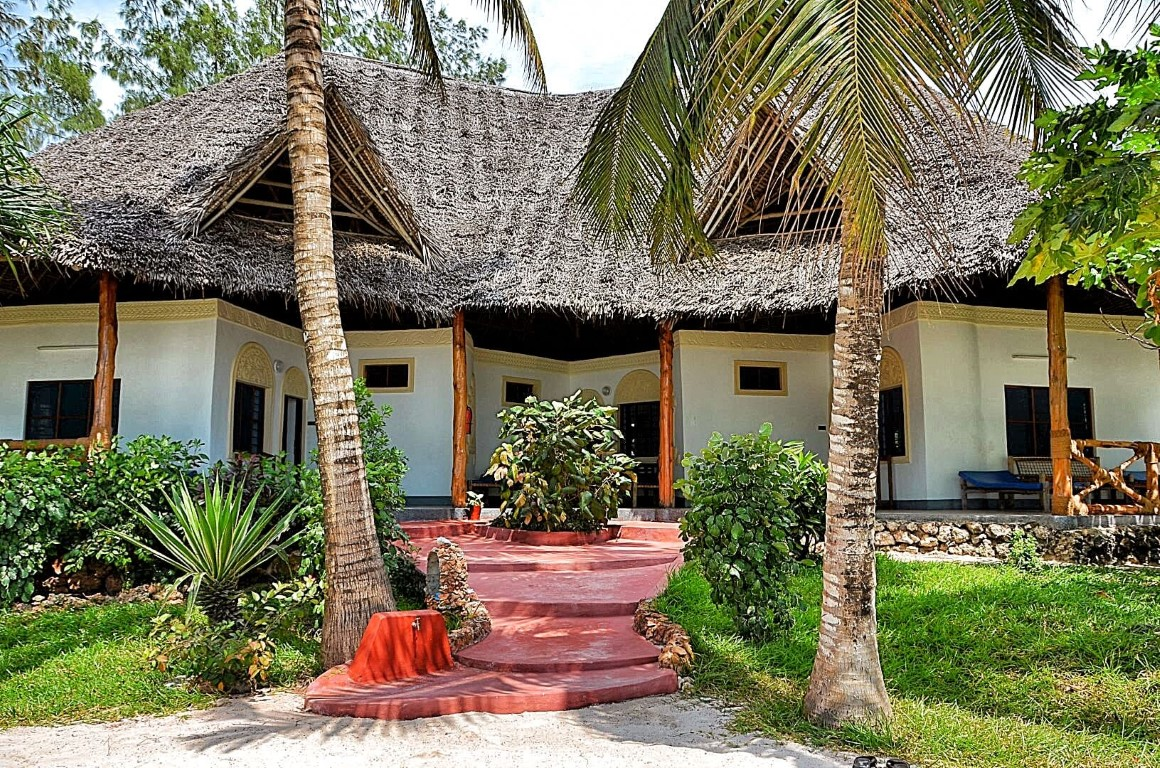 Pongwe Beach Hotel - entree