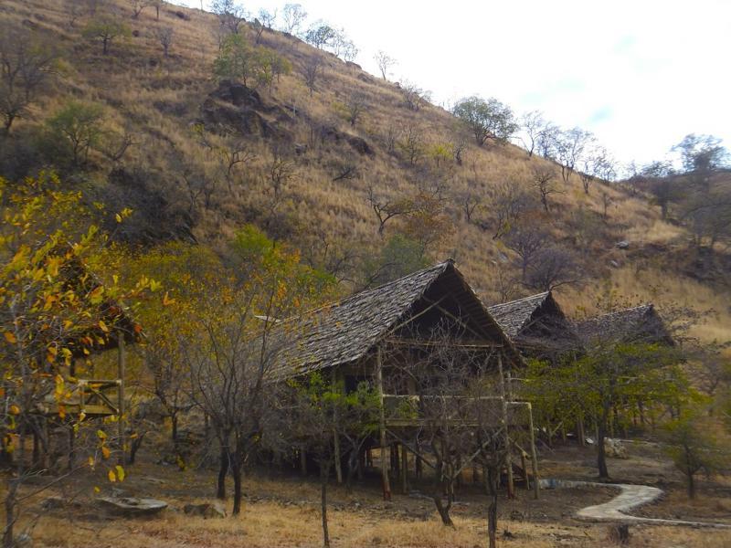 Sangaiwe Tented Lodge - huisjes