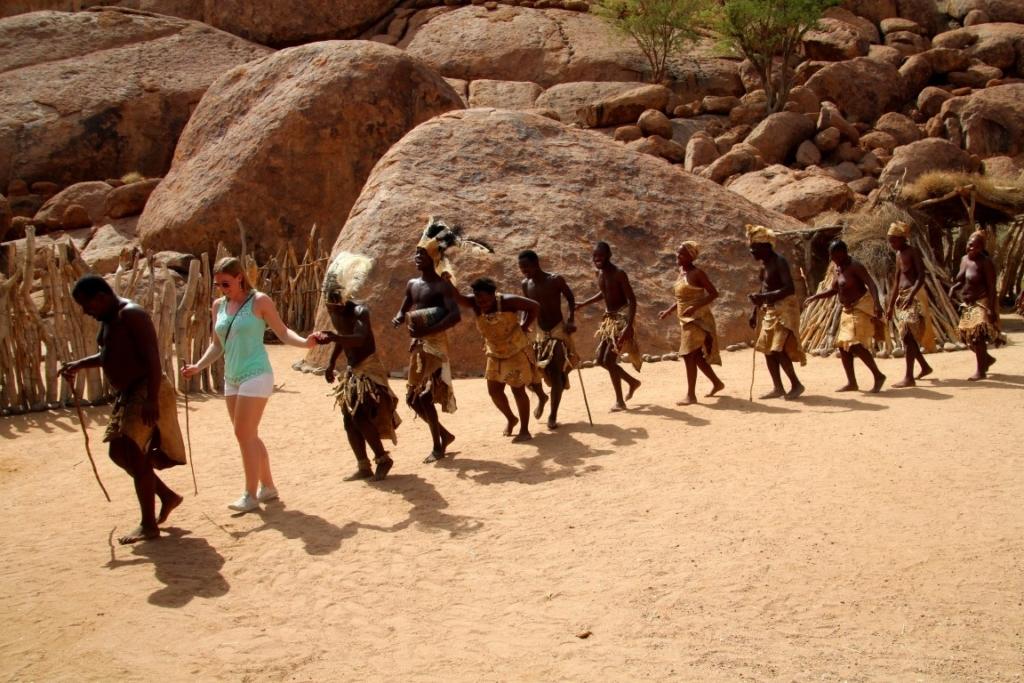 Damaraland, Damaras, dansen, lokale bevolking - meet the locals