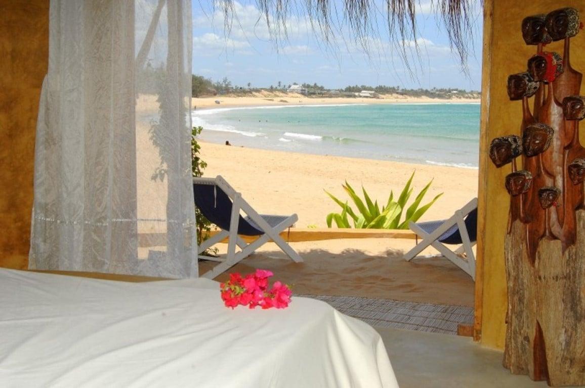 De mooiste huwelijksreisbestemmingen in Afrika - bungalow, zeezicht, strand, Tofo, Mozambique