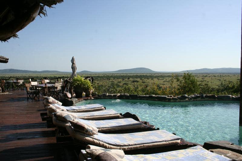 Mbalageti Serengeti - ligbedden bij zwembad
