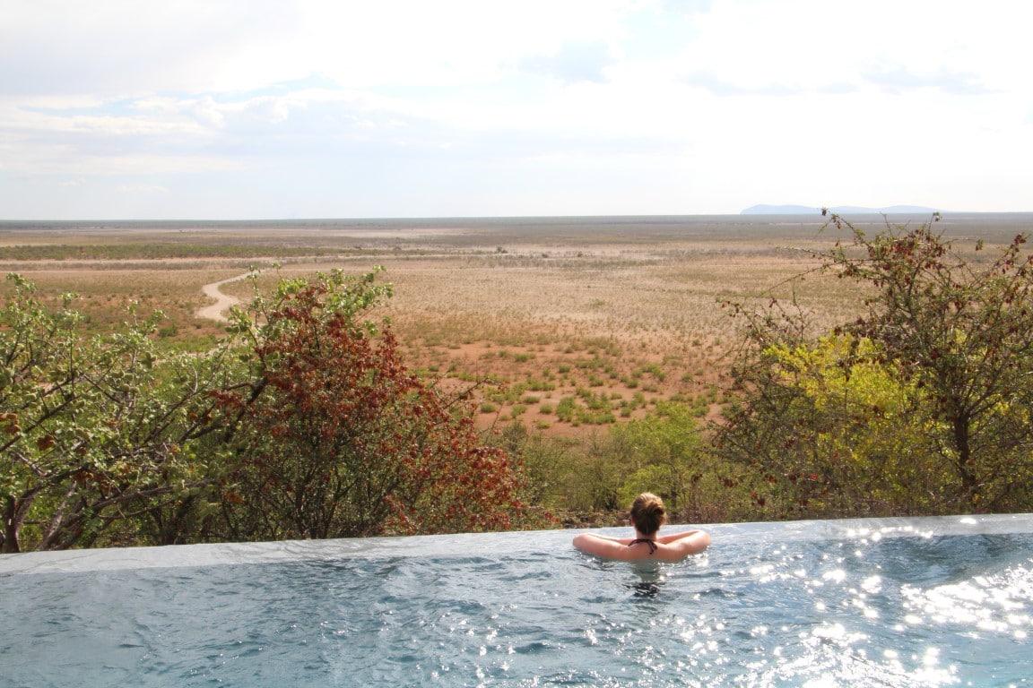 Safari reizen Namibië - Prachtig uitzicht vanuit het zwembad van Dolomite Camp.