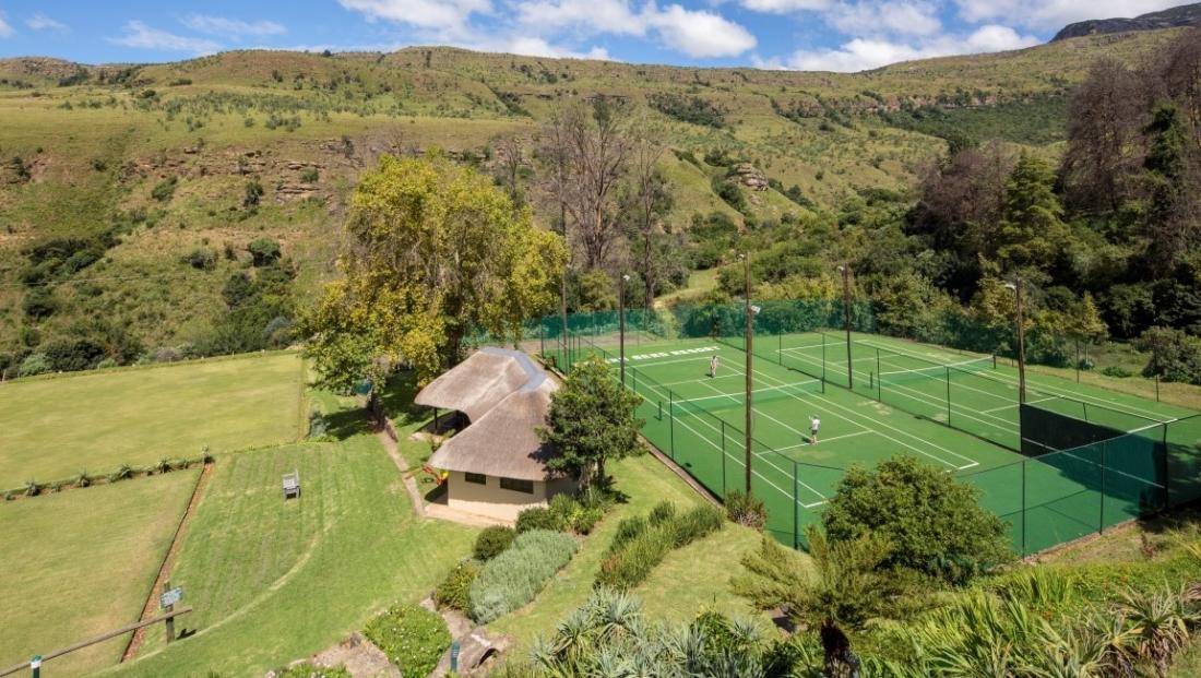 The Cavern - tennisbanen