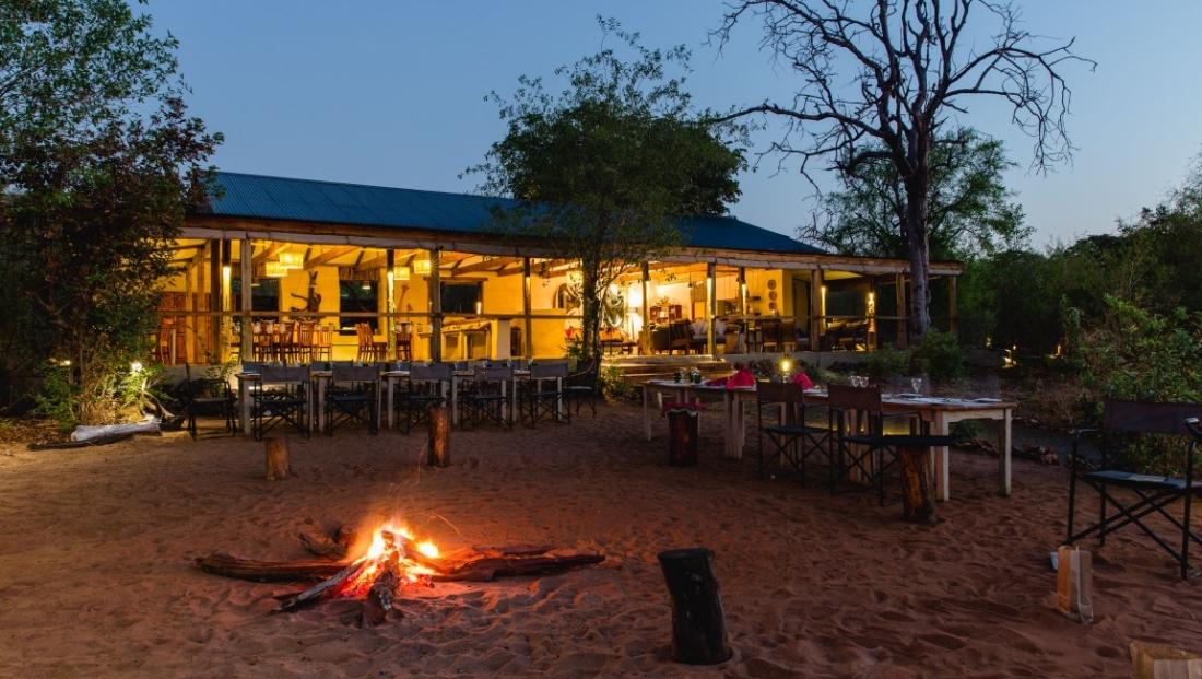 Chobe Elephant Camp - Dineren onder de sterren bij het kampvuur