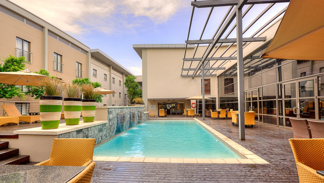 City Lodge OR Tambo - zwembad