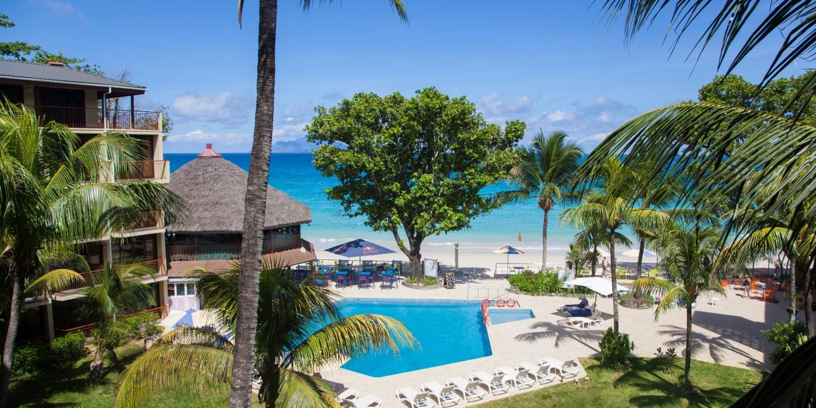 Coral Strand Hotel - uitzicht op zwembad en zee