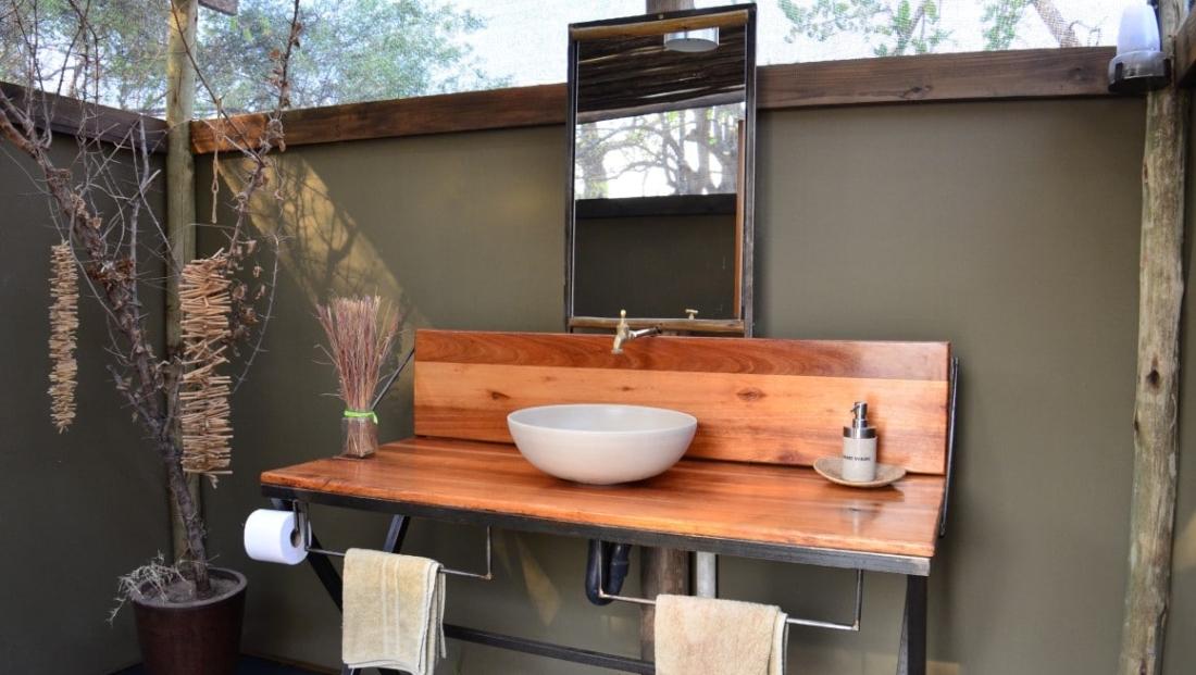 Sango Safari Camp - Eigen badkamer bij safari tent