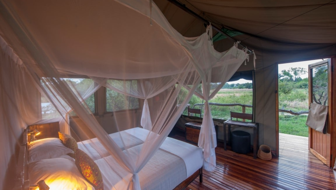Sango Safari Camp - Ruime safari tent met uitzicht over de bush