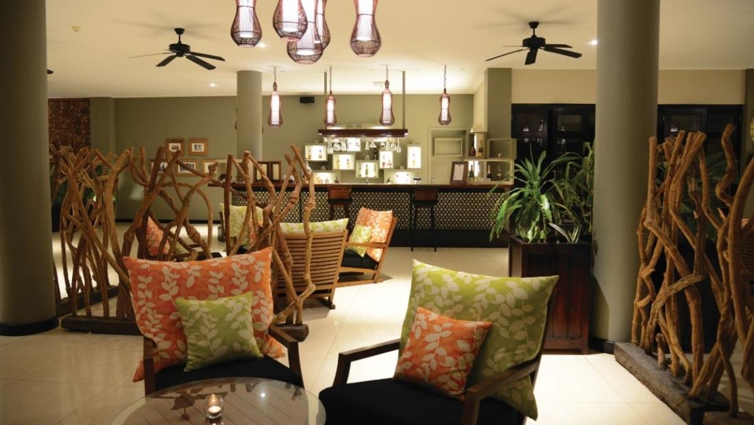 Doubletree Allamanda Resort - lounge en bar