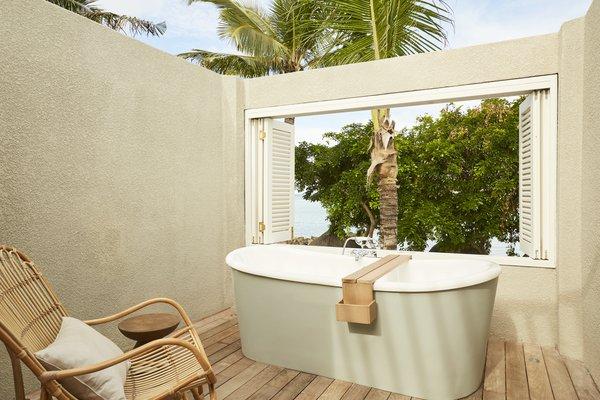 Lux Grand Gaube - Ligbad in badkamer