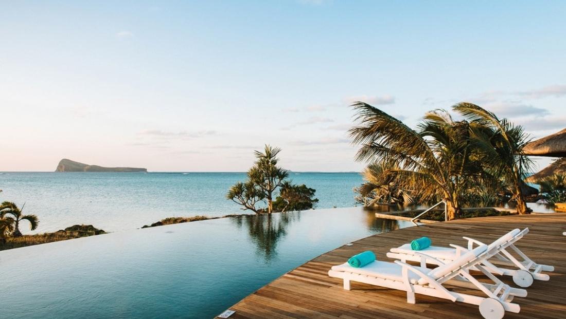 Paradise Cove - Zwembad met terras en uitzicht op zee
