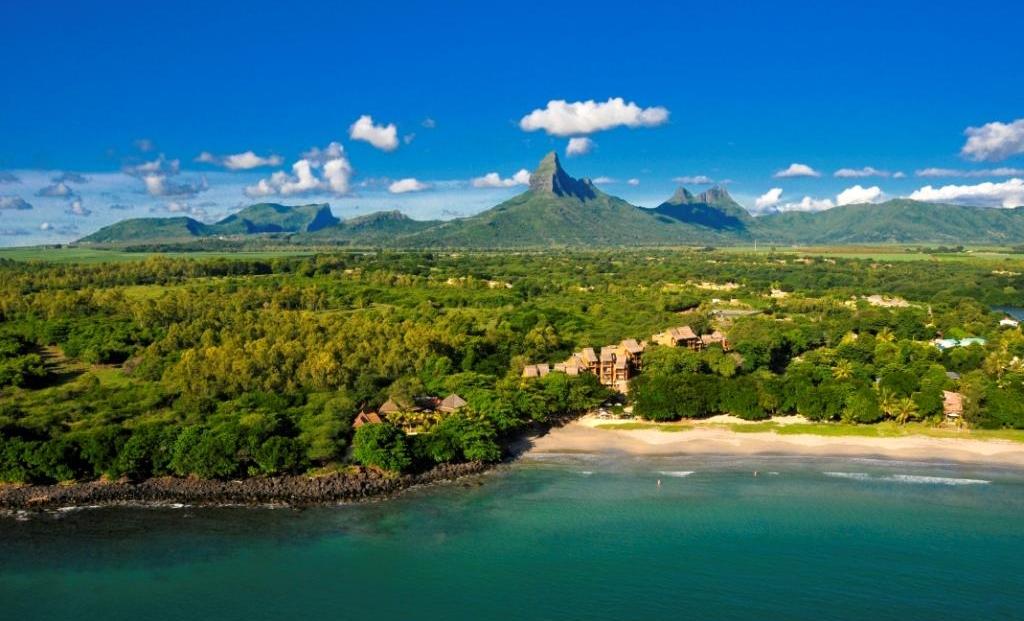Tamarina - Luchtfoto strand en bergen op achtergrond