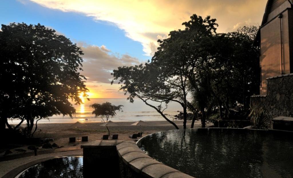 Tamarina - Uitzicht op strand en zee bij zonsondergang
