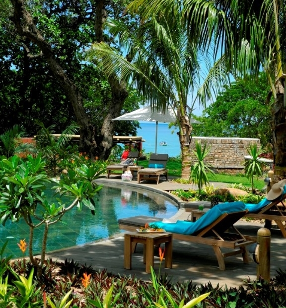 Tamarina - Zwembad met terras in tuin