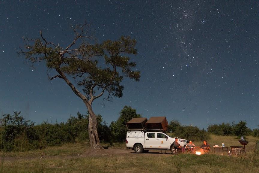 Olmo van Herwaarden - Kamperen met kampvuur onder de sterrenhemel