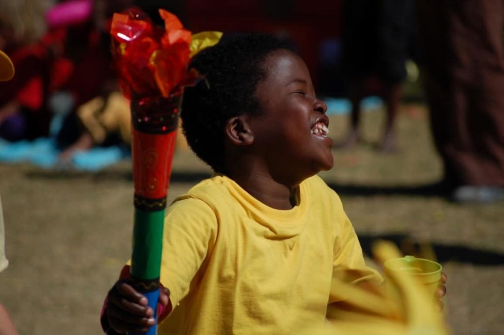 Nieuwsbrief Out in Africa - Op de televisie, apartheid, scholenproject