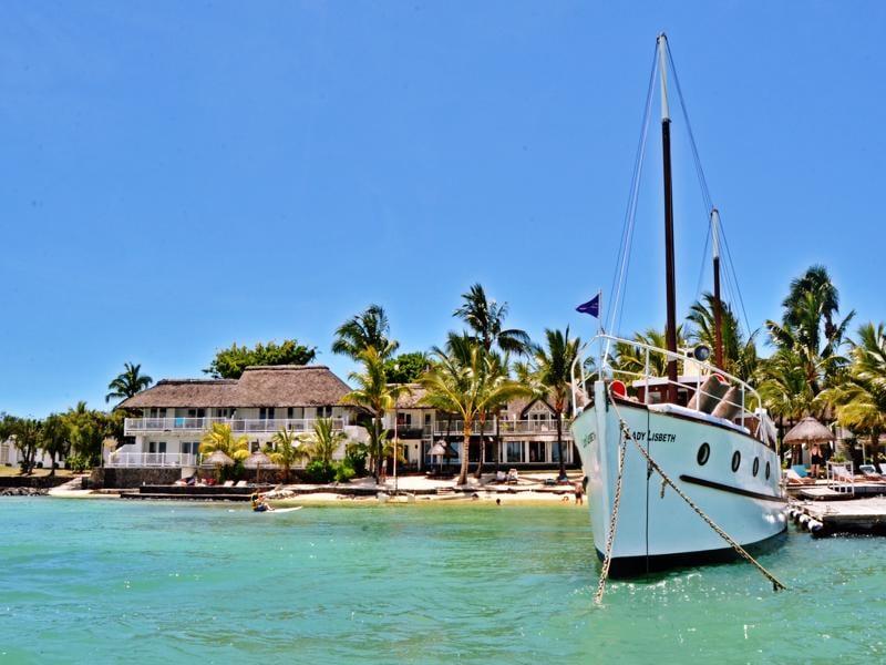 20 Degrees Sud - Hotel + boot gezien vanaf zee