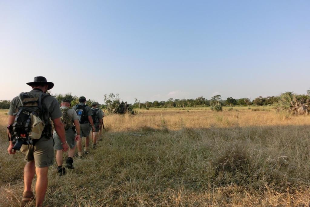 Rancursussen: ook ga je tijdens de jaarcursus veel te voet de bush in.