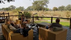 Fam. Peterse - Boomhut bij Flatdogs, uitzicht op olifanten bij drinkplaats