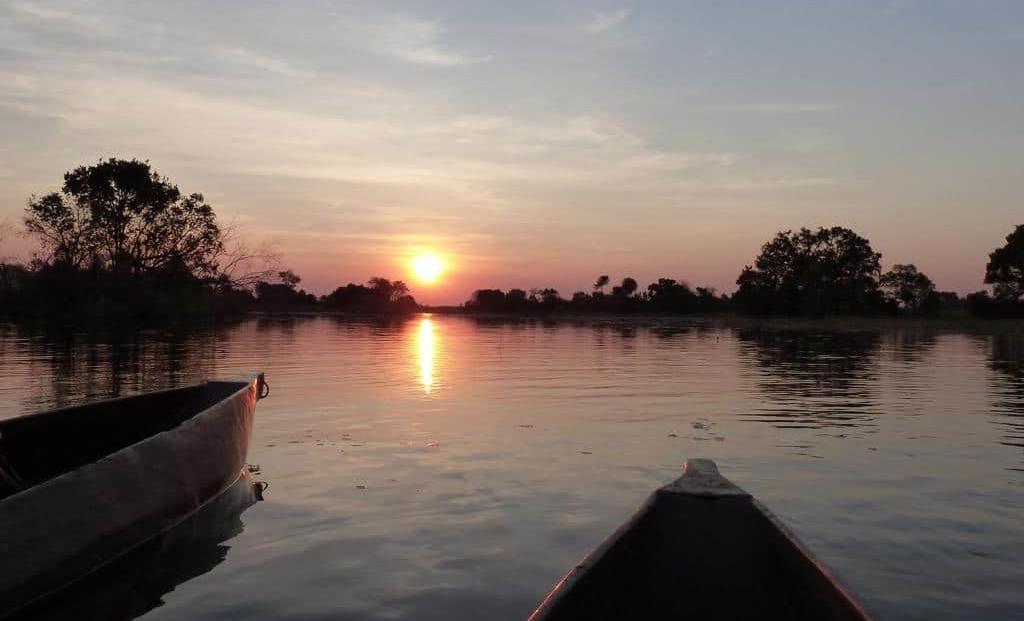 Mochaba Crossing - Zonsondergang tijdens mokoro tocht Okavango Delta