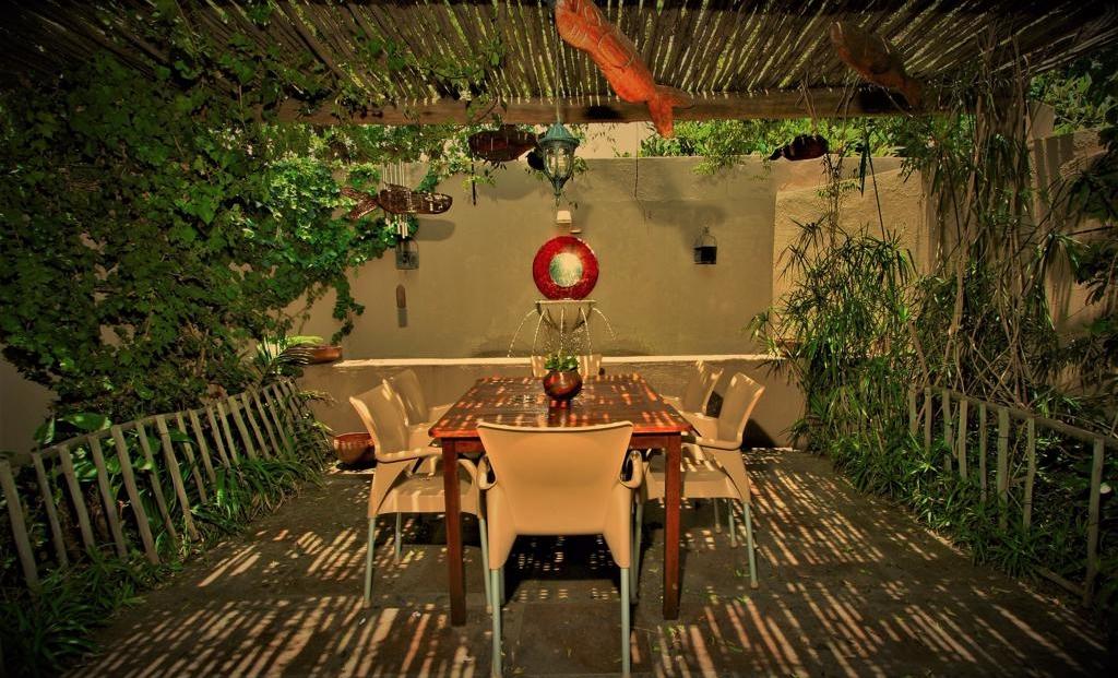 African Roots - eettafel buiten