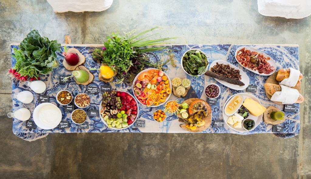 Luxe reizen Zuid-Afrika: Veel luxe bestemmingen besteden veel zorg aan het bereiden van uitstekende maaltijden met verse producten, zoals bij Babylonstoren in het wijngebied..