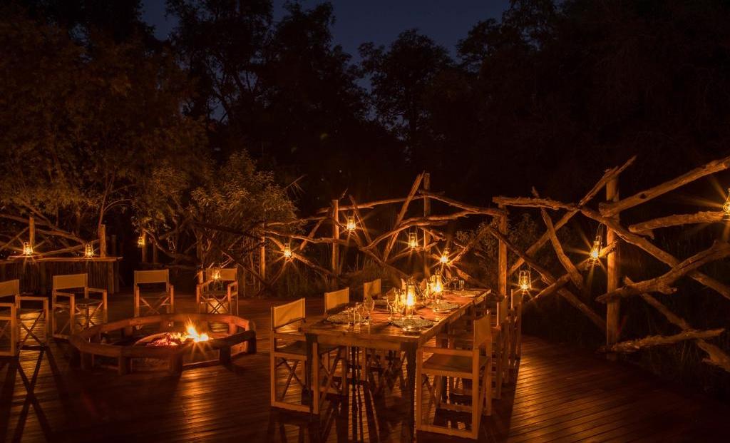 Camp Moremi - Diner bij kaarslicht