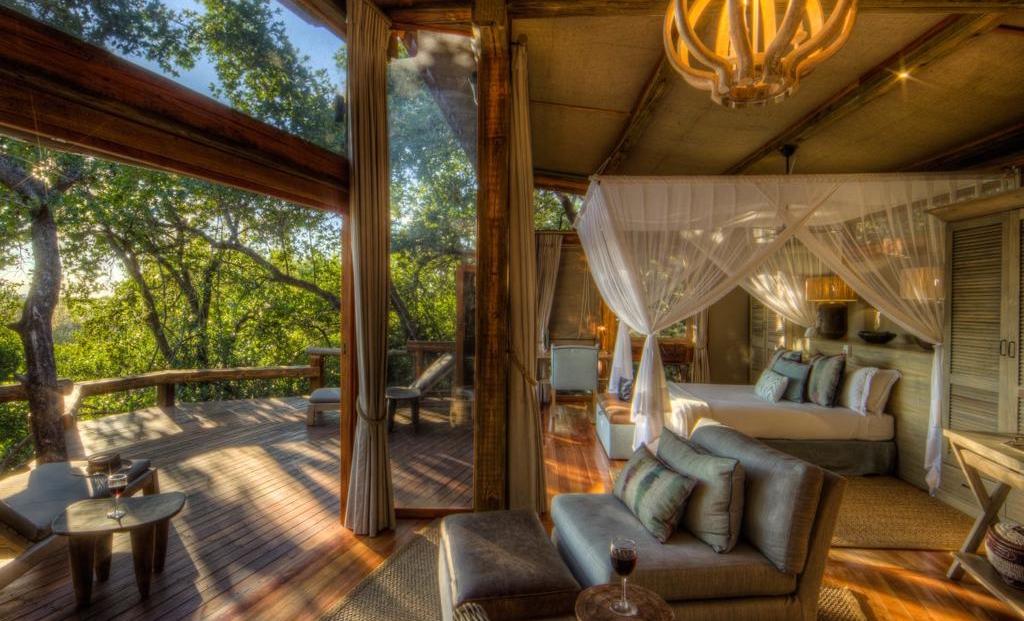 Camp Okavango - Ruime slaapkamers met uitzicht over de bush