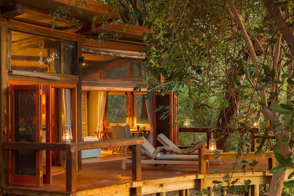 Camp Okavango - Comfortabele ligbedden op eigen terras