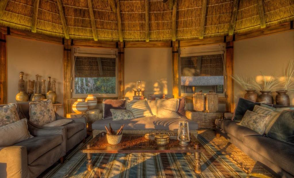 Camp Okavango - Lounge met comfortabele banken