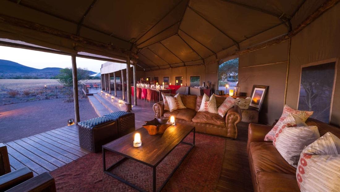 Desert Rhino Camp - Lounge met uitzicht