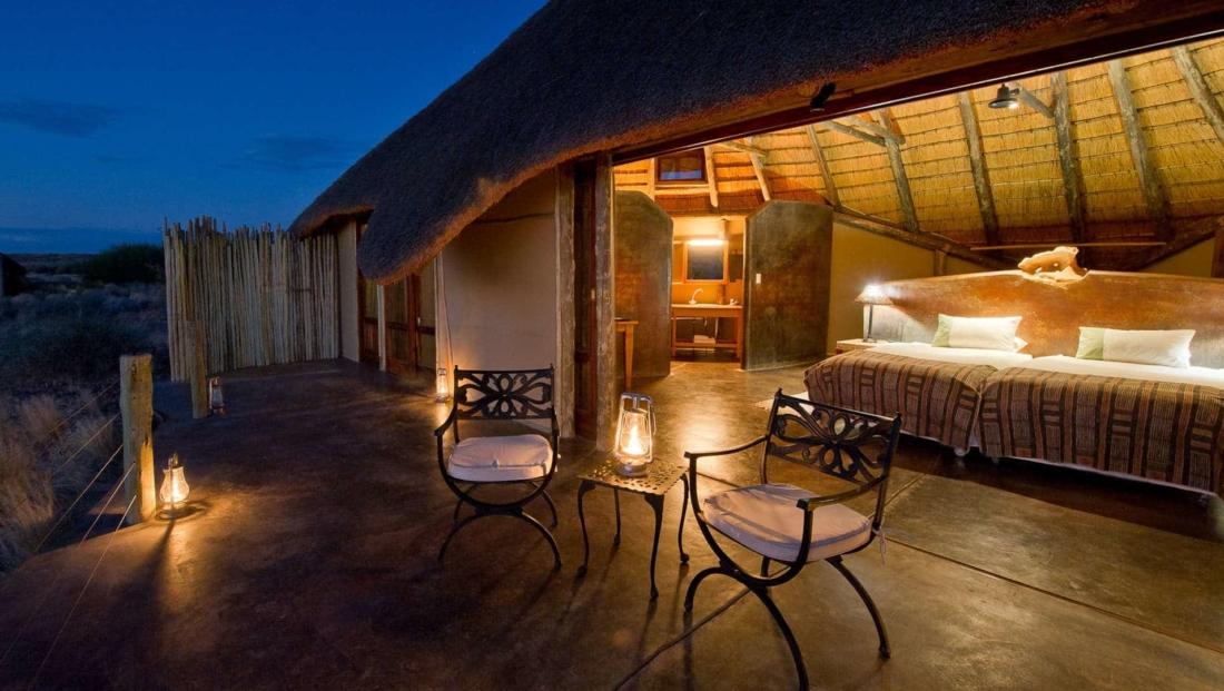 Doro Nawas - Slaapkamer met eigen terras