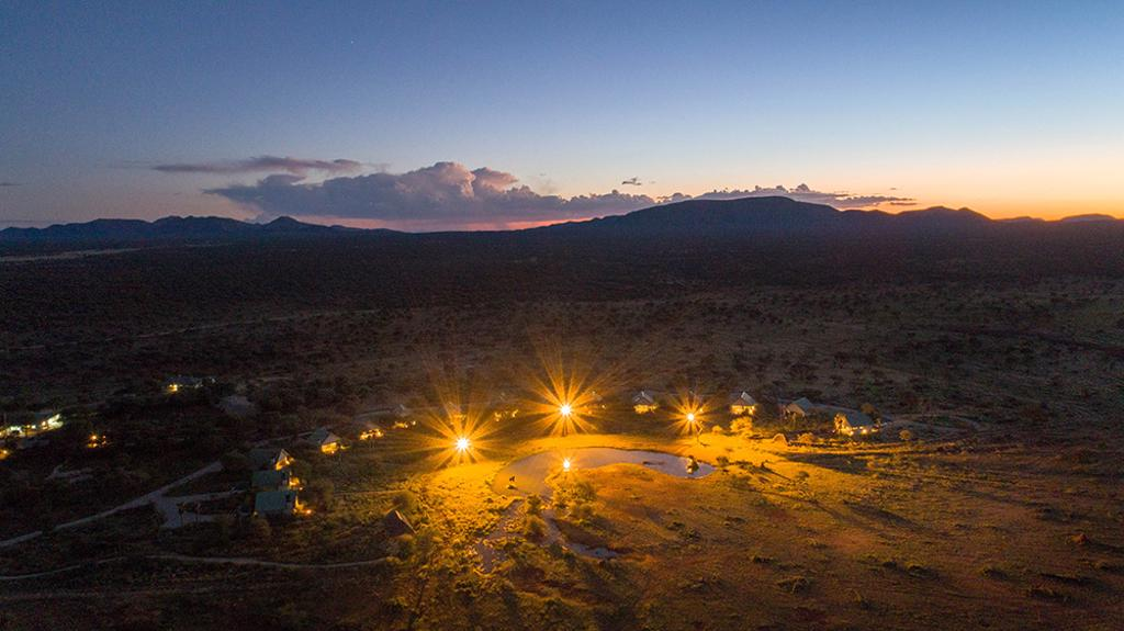 Erindi Camp Elephant - Luchtfoto bij zonsondergang