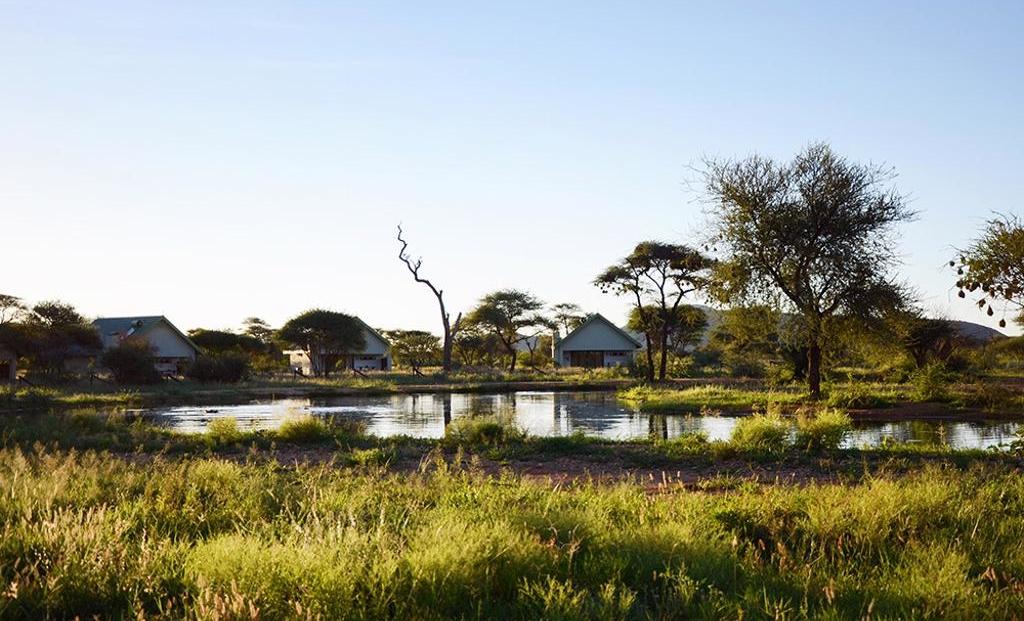 Erindi Camp Elephant - Huisjes met uitzicht op drinkplaats