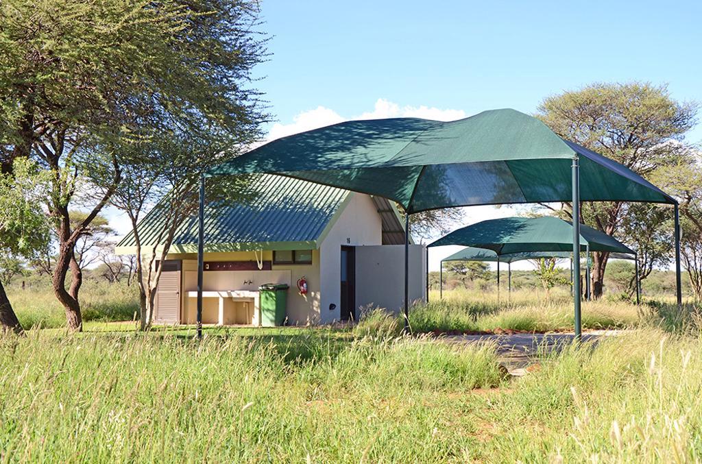 Erindi Camp Elephant - Kampeerplek met eigen keuken en doucheblok