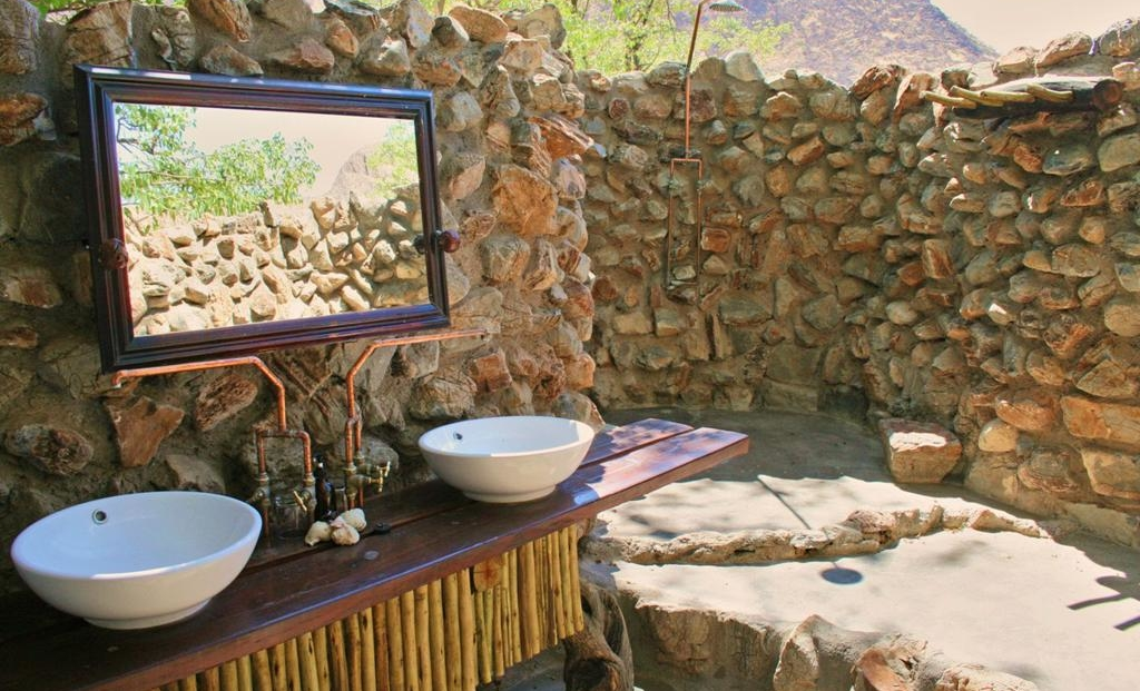 Khowarib Lodge - badkamer buiten