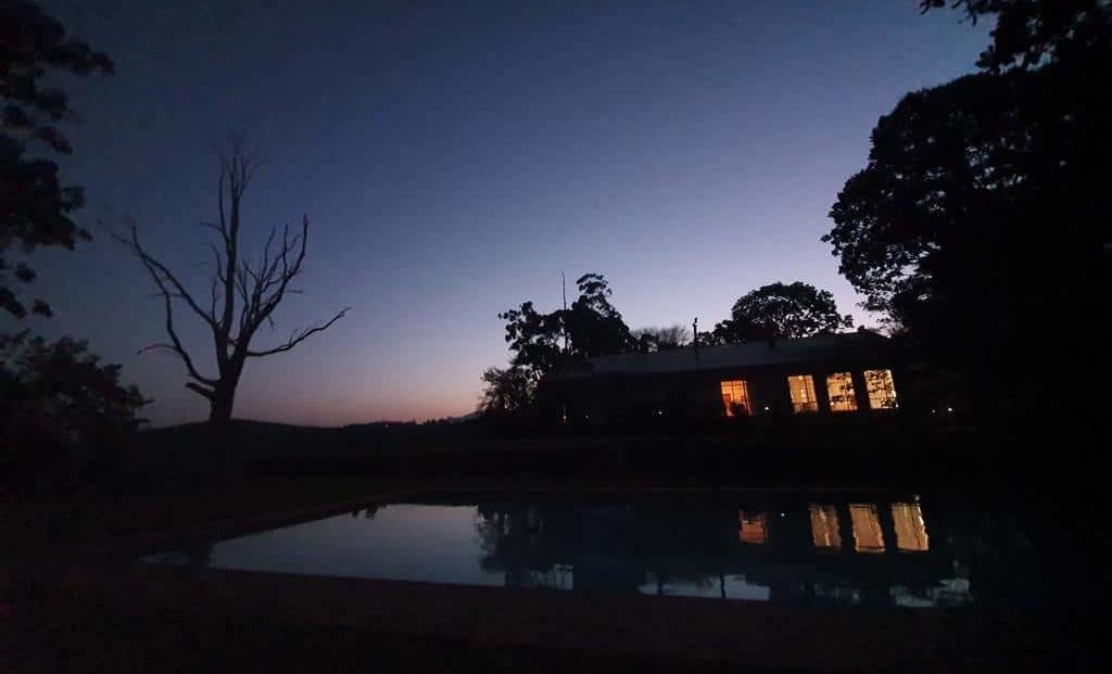 Kings Walden - zwembad bij nacht
