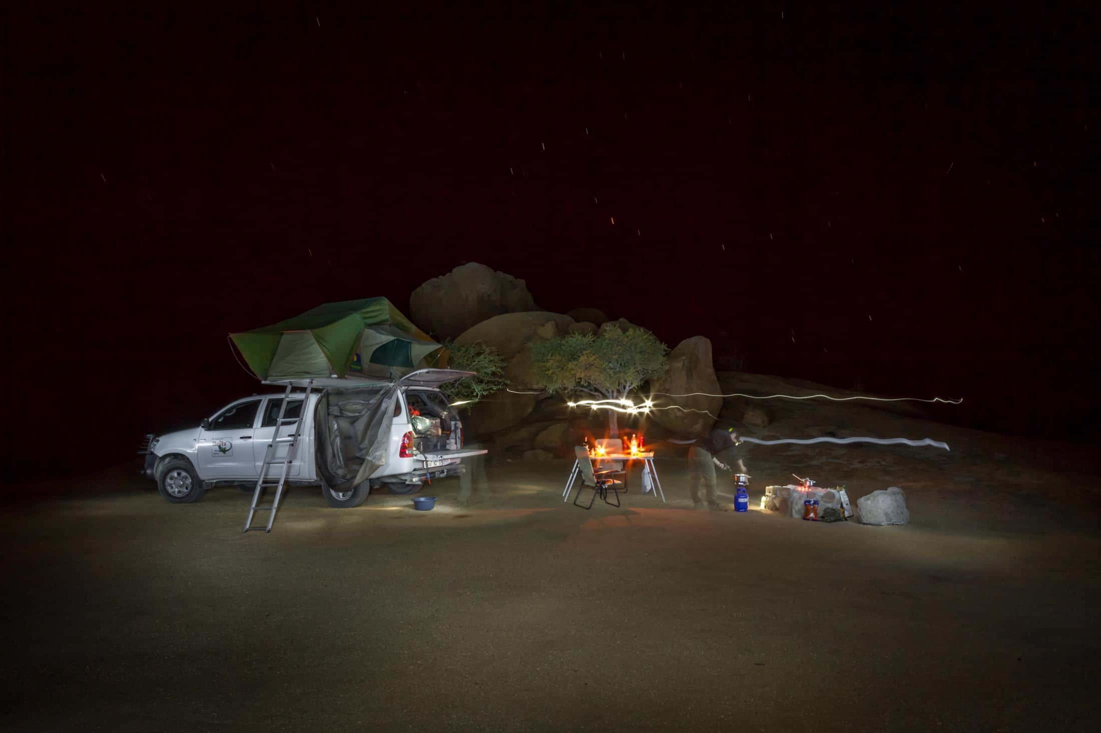 Fly-drive reizen Namibië: Met een kampeervoertuig heeft u een 4x4 en een complete uitrusting.
