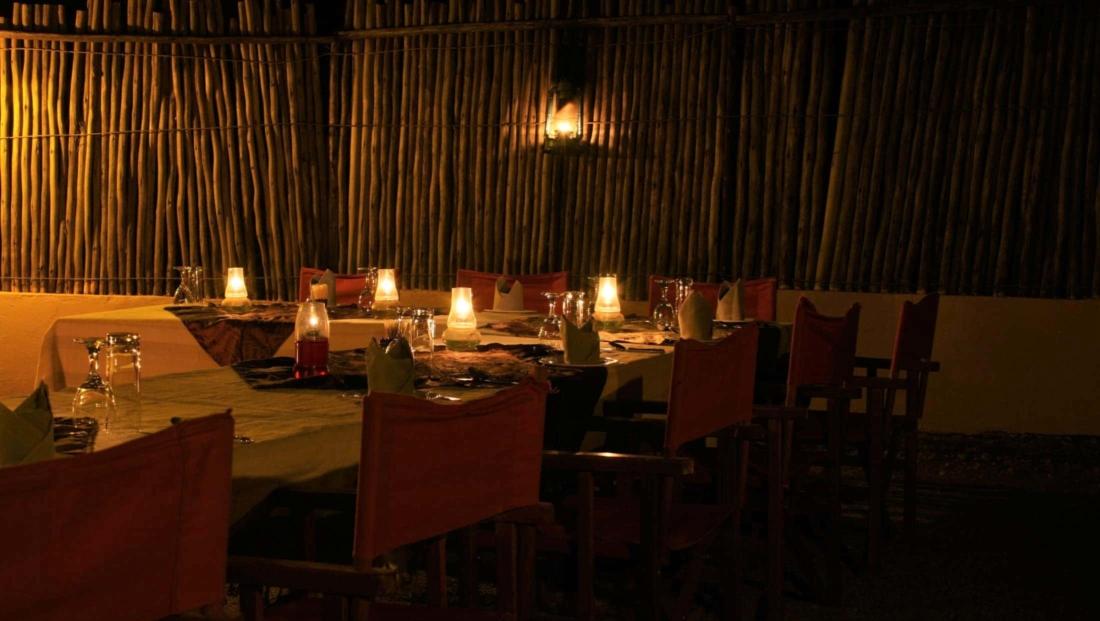 KwaMbili Lodge - Boma diner bij kaarslicht