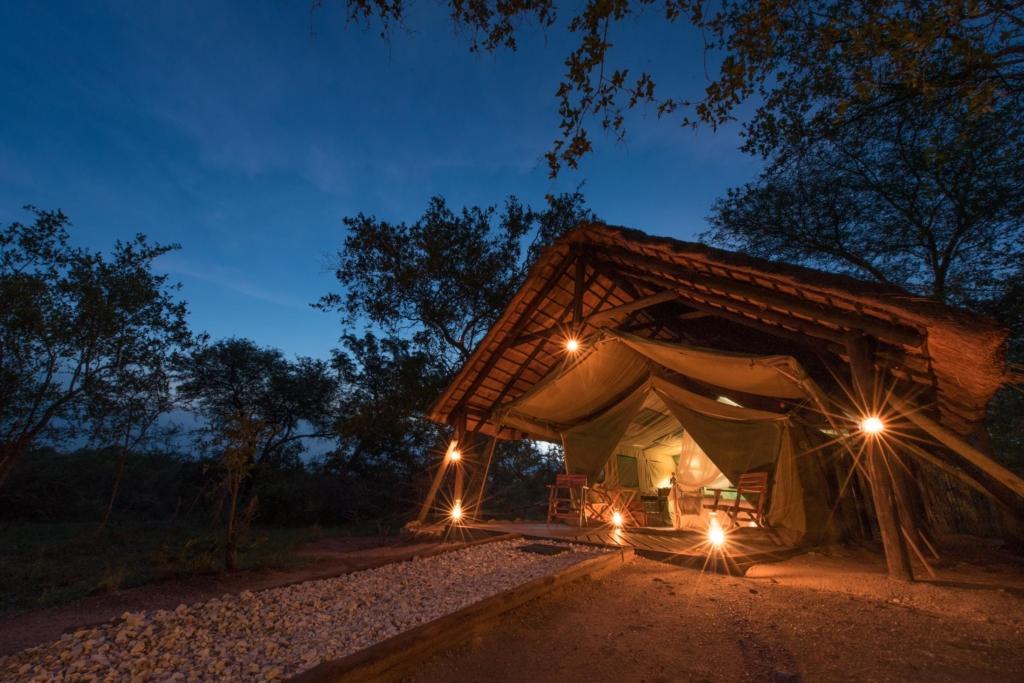 Mooiste huwelijksbestemmingen Afrika - Romantische en-suite safaritent
