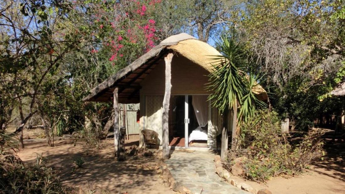 KwaMbili Lodge - Chalet buitenkant