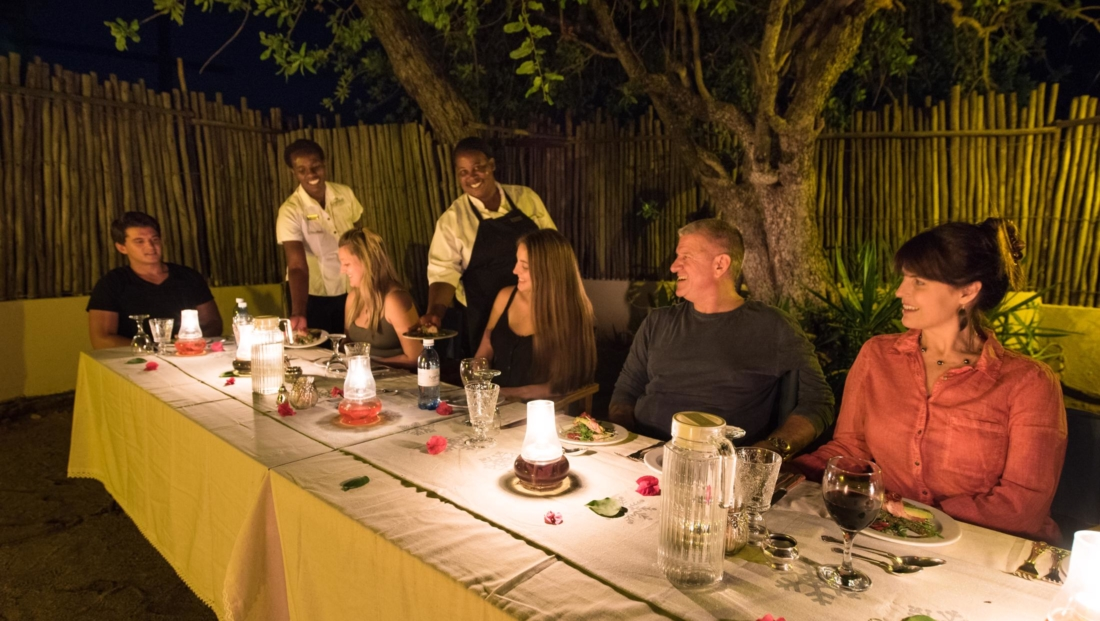 KwaMbili Lodge - Boma diner
