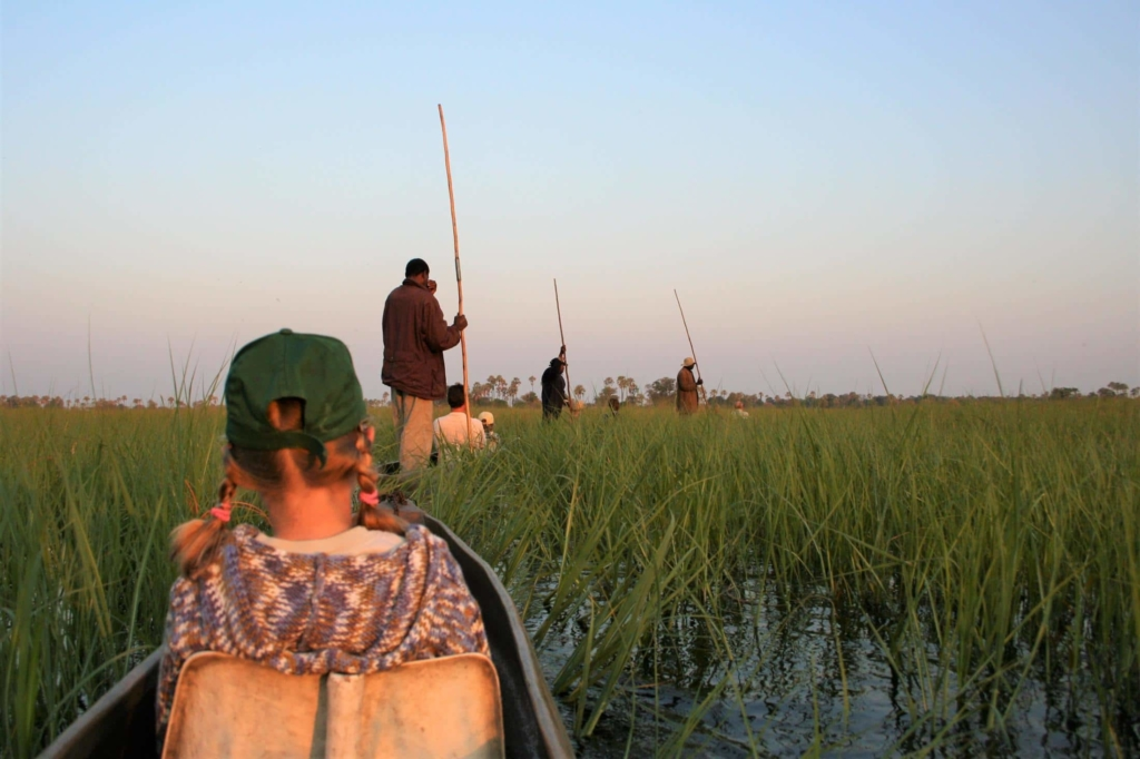 Okavango Delta - Kinderen op mokorotocht