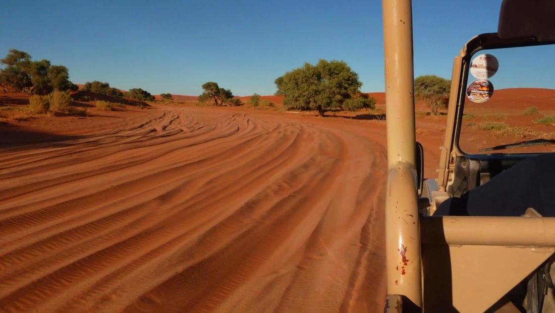 Sossusvlei - Zelf rijden is zwaar 4x4 werk door zacht zand