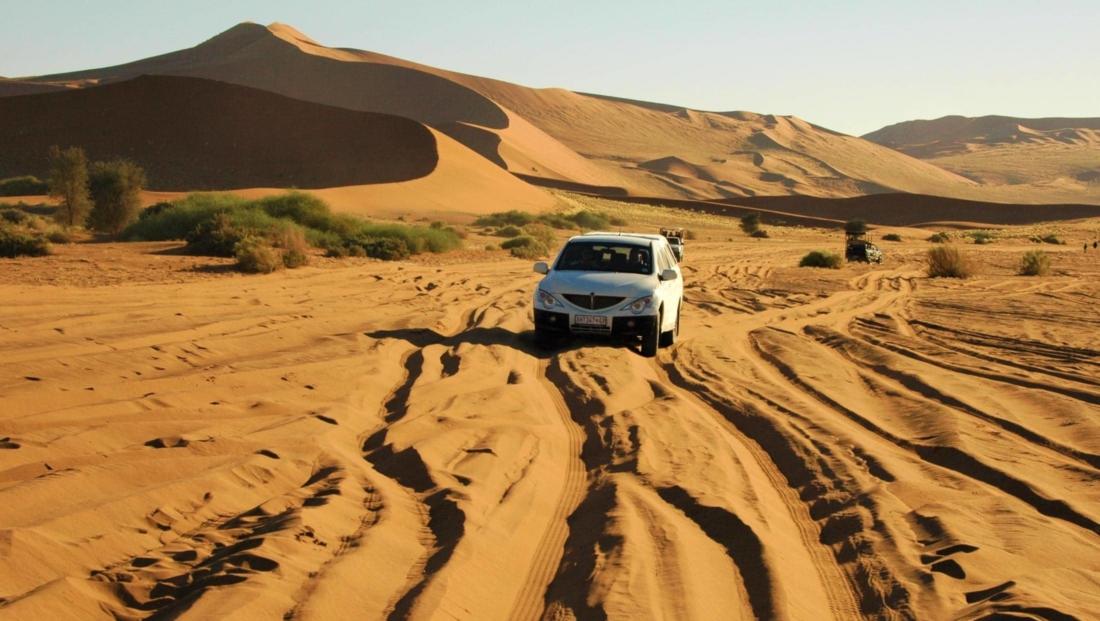 Sossusvlei - Zelf rijden betekent zwaar 4x4 door zacht zand