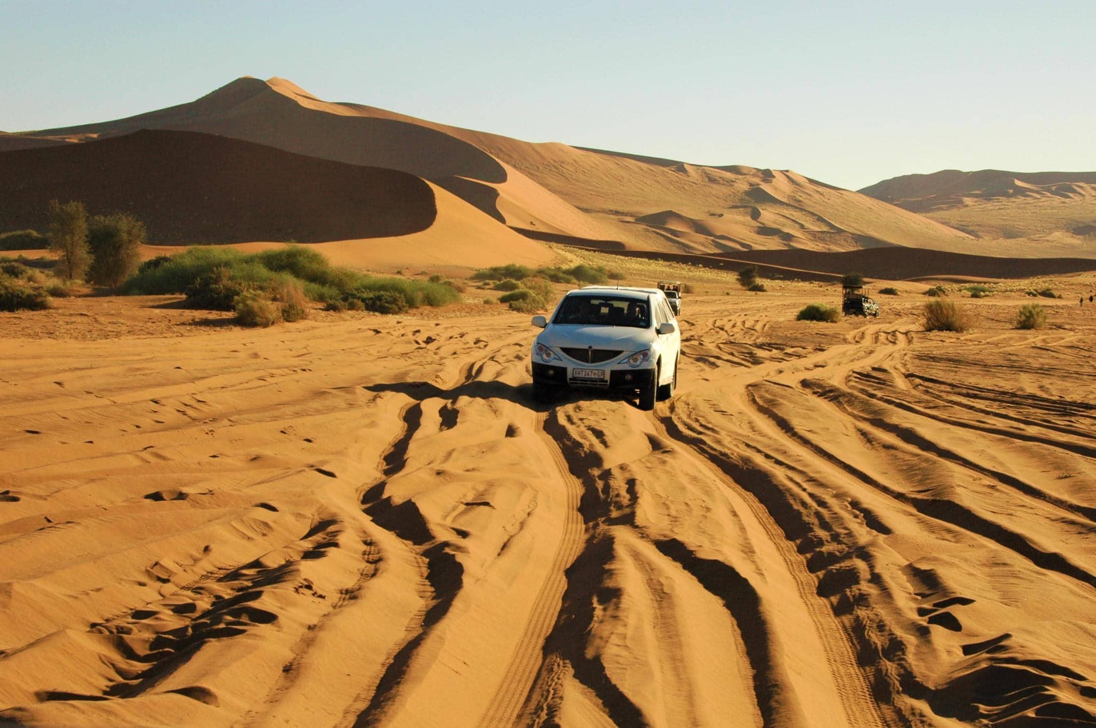 Safari reizen Namibië - Zelf rijden in de Sossusvlei raden we niet aan.