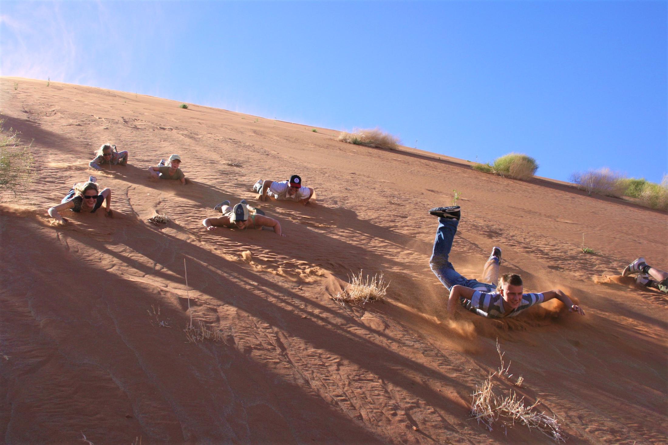 Sossusvlei - Van de duinen naar beneden glijden