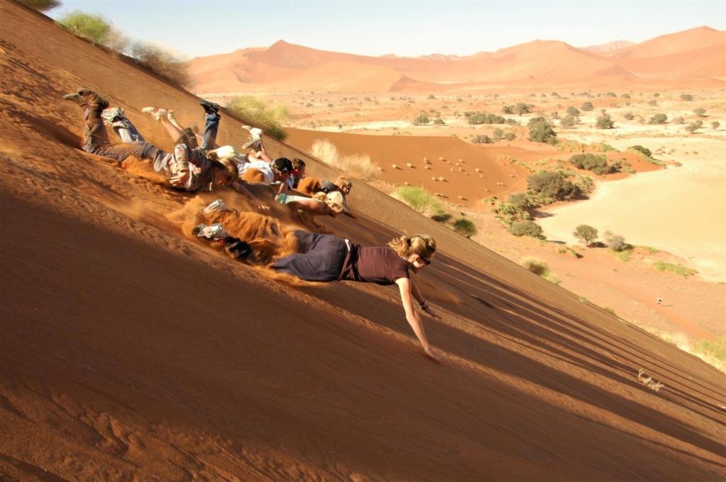 Sossuvlei in het Namib Naukluft Park - Van de rode zandduinen af zwemmen